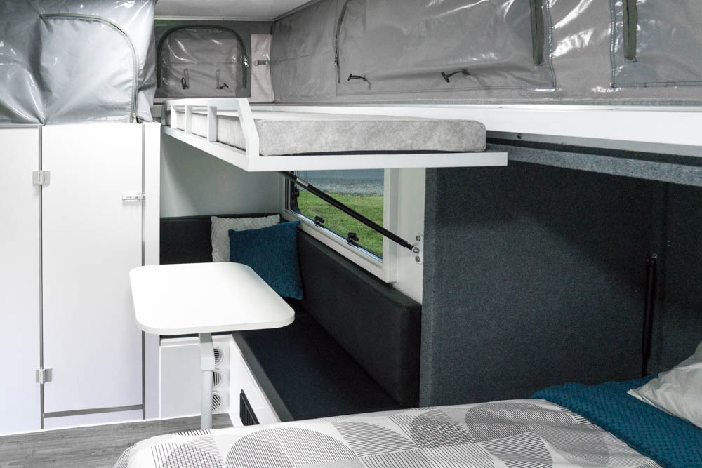 pop-up-camper-hydra-cx3-inside
